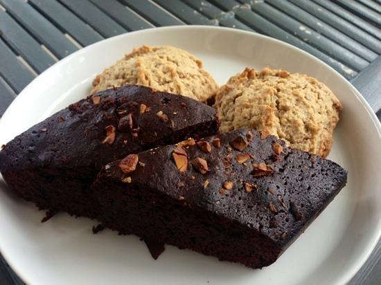 Lilin Lovina Beach Hotel:                   freshly baked brownies and cinnamon buns! delicious!