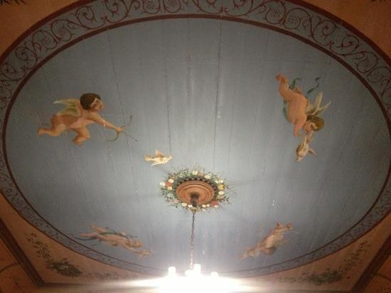 Cafe Liberia:                                                       fresque d'origine au plafond