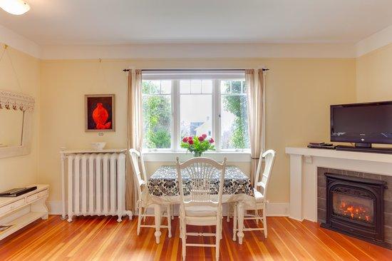 Fairholme Manor: Tuscan Suite living room