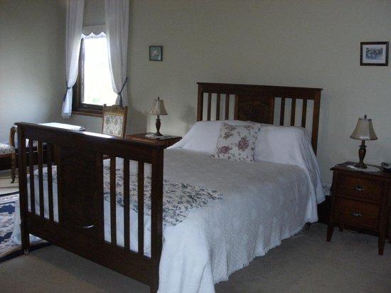 BurnBrae Homestead B&B: Grand Queen Bedrooms
