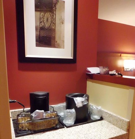 Courtyard by Marriott Charleston Historic District: coffee maker