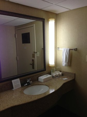 Holiday Inn Express Ramsey-Mahwah:                   sink area, separate from the shower & toilet