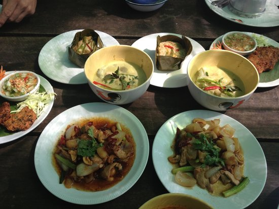 Gap's School of Thai Culinary Art:                   This is what 2 of us made and ate for lunch! Yum!