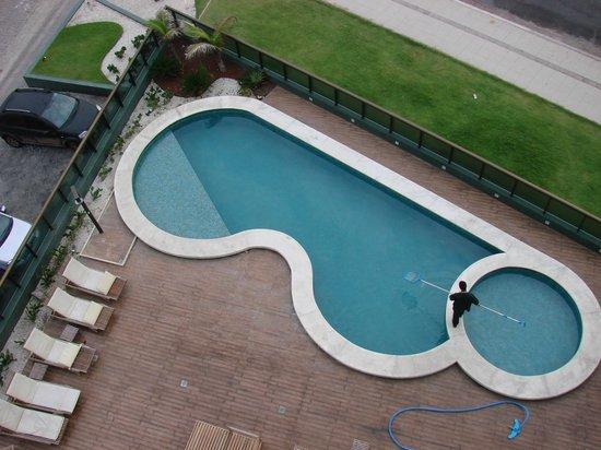 Ritz Suites:                   Pileta, vista desde el 5to piso
