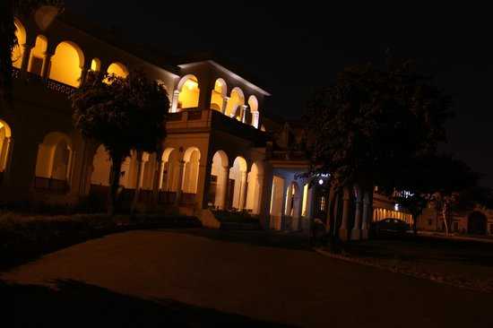 Hotel Khasa Kothi - at Night