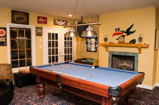 Willow Trace Bed and Breakfast :                   pool table