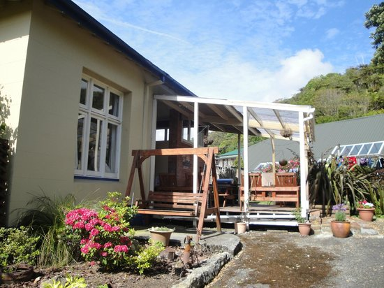 Noah's Ark Backpackers: at the back of the house
