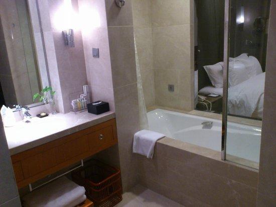 Haidu Grand Hotel :                   バスルームはガラス張りです