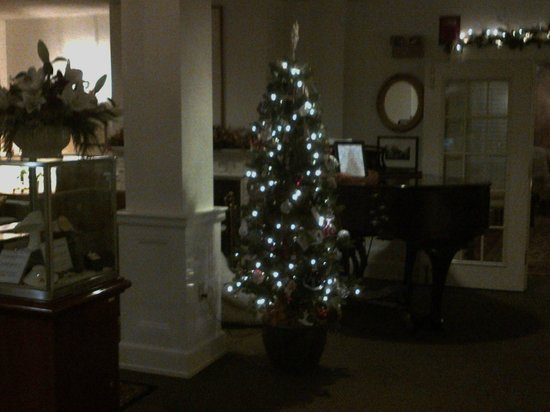 Harraseeket Inn:                   Entryway Tree