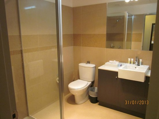 Horsham International Hotel: Bathroom