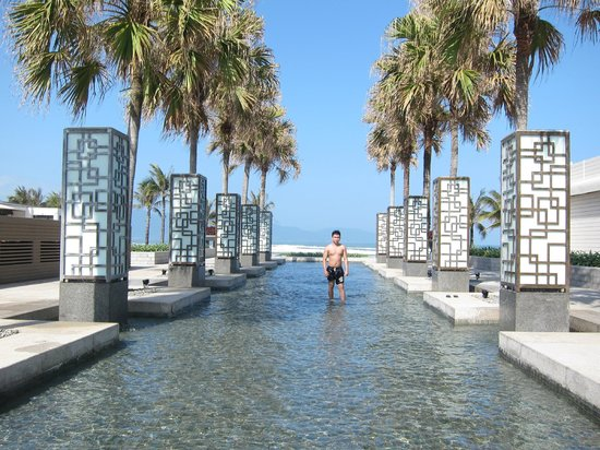 Hyatt Regency Danang Resort & Spa :                                     2