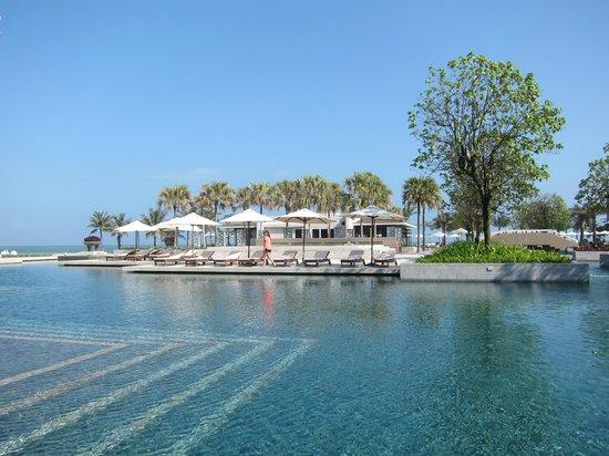 Hyatt Regency Danang Resort & Spa :                                     1