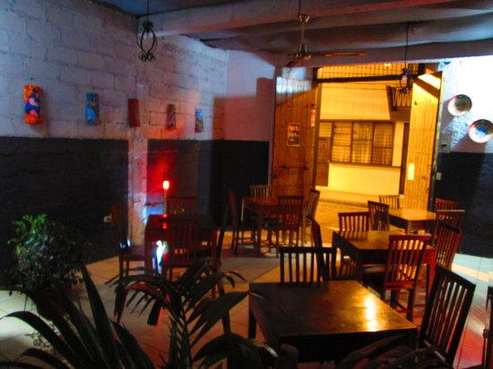 Antorchas bar y bocas : la sala