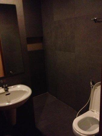 Victoria Court Cuneta Motorist Lodge :                                     bathroom