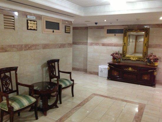 Dolphin Hotel Apartments: lobby