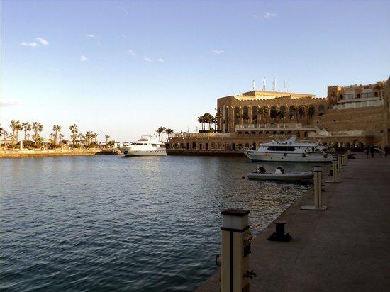 Citadel Azur Resort:                   Порт