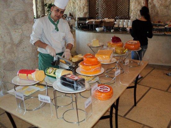 Citadel Azur Resort:                   утренняя сырная фиерия