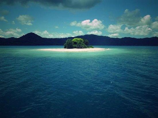 Cocotinos Sekotong, Boutique Beach Resort & Spa:                   アイランドホッピングで訪れる島のひとつ