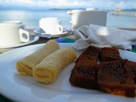 Cocotinos Sekotong, Boutique Beach Resort & Spa:                   アフタヌーンティーの時間に無料で提供されるお菓子とお茶