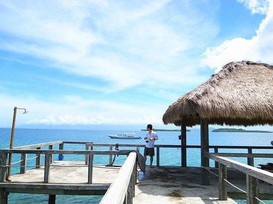 Cocotinos Sekotong, Boutique Beach Resort & Spa:                   桟橋のそぞら歩きが朝・昼・夕方・晩いつも楽しくロマンチック。遠浅なのでここからも泳ぎました