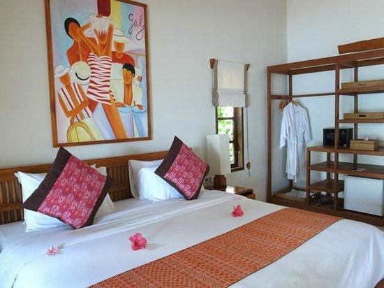 Cocotinos Sekotong, Boutique Beach Resort & Spa:                   お部屋にはガロンタンクの飲料水があってこれは良かったです
