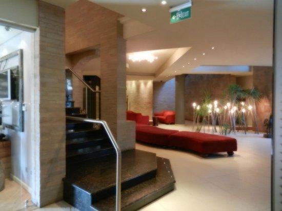 Tribe Hotel:                   zona hall