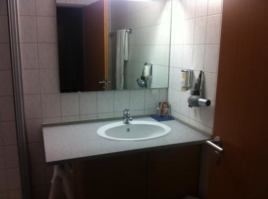 Advance Hotel:                   nicht besonders schön aber sauber