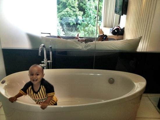 Padma Hotel Bandung:                   studiohill Bathroom