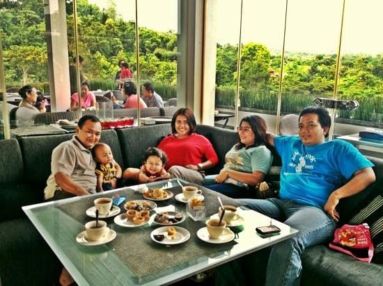 Padma Hotel Bandung:                   tea time :)
