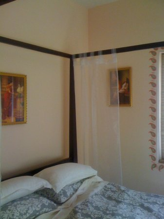 Bella Art & Meditation House:                                     My Room
