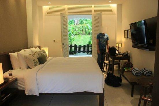 Amara Sanctuary Resort Sentosa: Bed room and Main doors