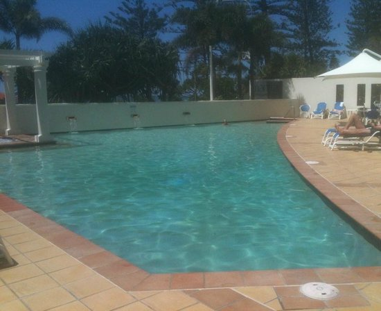Mantra Coolangatta Beach:                   An afternoon by a great pool (after the beach)