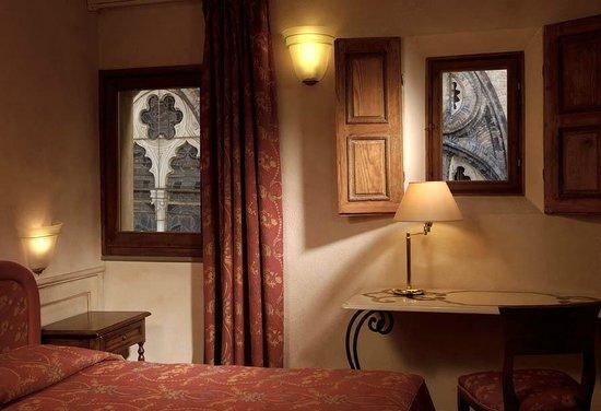 Art Hotel Commercianti: Dalle finestre uno scorcio sulla Basilica di San Petronio