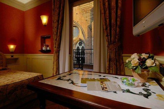Art Hotel Commercianti: Uno scorcio su San Petronio da godere dalla terrazza della vostra stanza