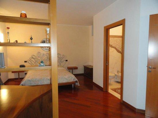 Rosej Bed and Breakfast : silver bedroom