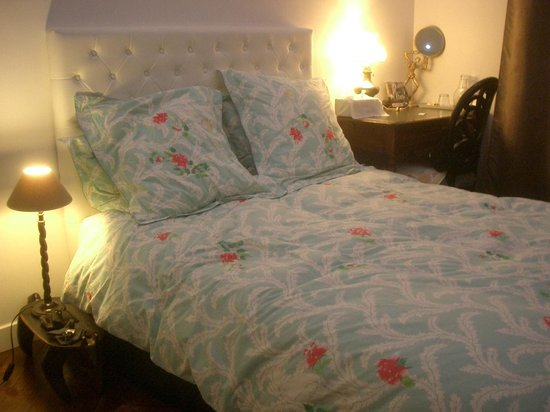 ParisChambres : Nice bed covering