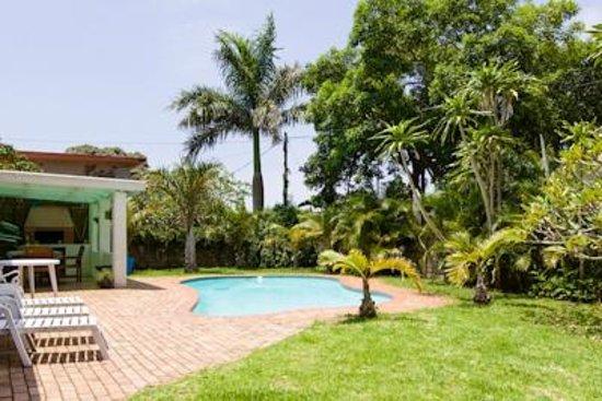 Parkers Cottages: pool