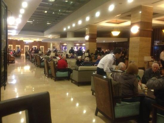 Titanic Beach Lara Hotel:                   lobi bar