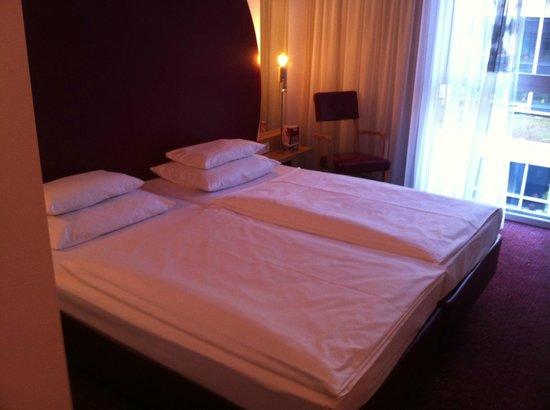 ARCOTEL Rubin:                   Hotelzimmer mit 2 Einzelbetten
