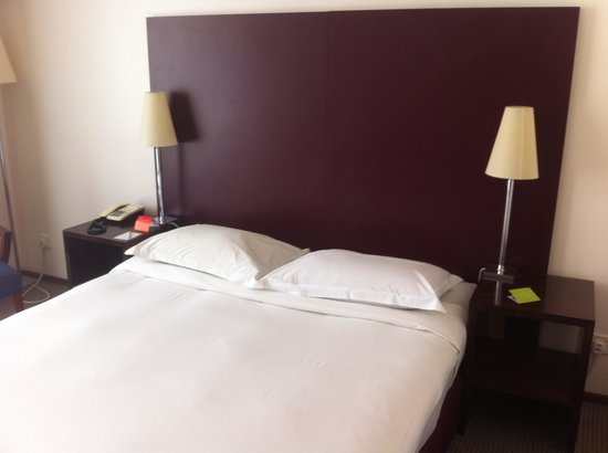 Capitol Hotel:                   Bed