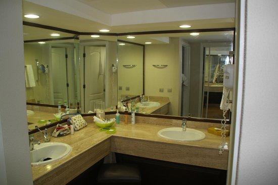Barcelo Bavaro Beach - Adults Only:                   la salle de bains