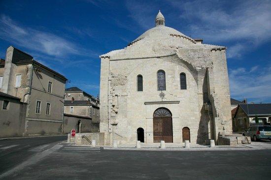 Église Saint-Étienne de la Cité :                   L'église Saint-Etienne de la Cité
