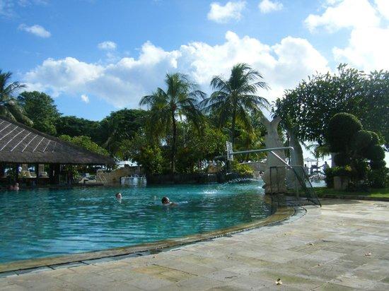 Discovery Kartika Plaza Hotel:                   プール