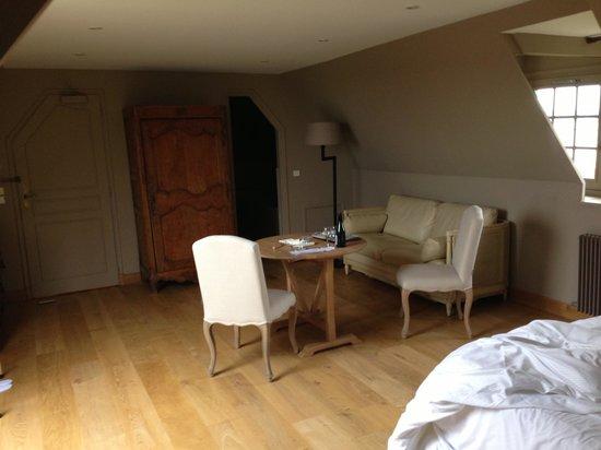 """La Ferme Saint Simeon - Relais et Chateaux: chambre supérieure """"dépouillée"""" bis"""