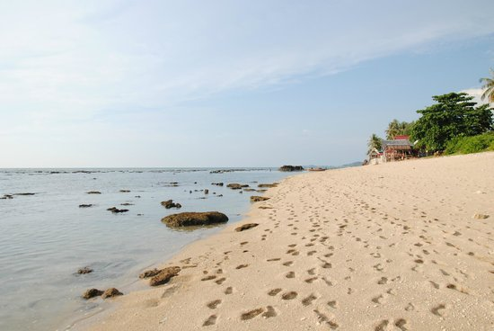 Coco Lanta Resort:                   Strand ved lavvande