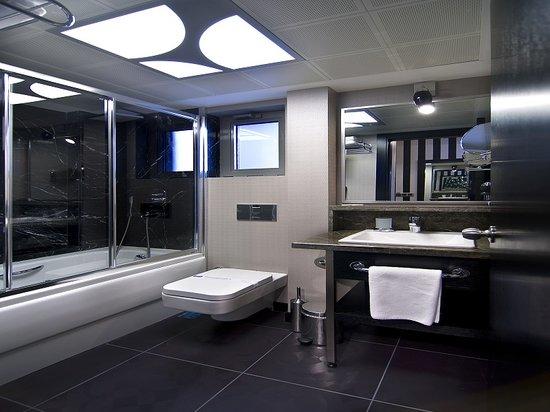 Maltepe 2000: Bathroom