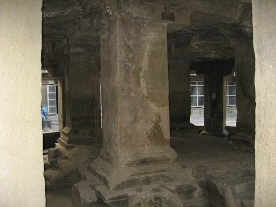 Pataleshwar Cave Temple:                   Inside view of the caves-2