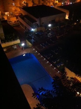 Roc Hotel Flamingo :                   room 820 view of pool at night
