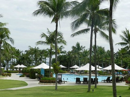 Shangri-La's Mactan Resort & Spa:                   Main Pool