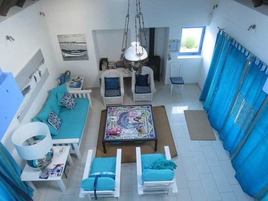 Zula Beach House and Cottage:                   Lounge are